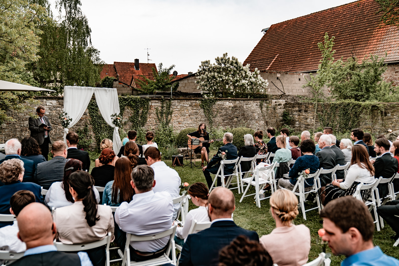 Hochzeit im Freien in der Villa Sommerach bei Würzburg. Hochzeitsbilder vom Hochzeitsfotograf Axel Link