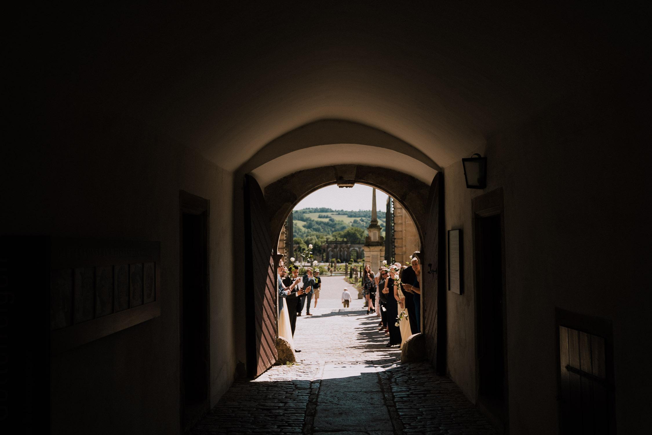 Der Hochzeitsfotograf Axel Link zeigt Bilder, die er als Fotograf auf einer Hochzeit im Schloss Weikersheim gemacht hat. Braut und Bräutigam mit Gäste bei der Trauung und Hochzeitsfeier.