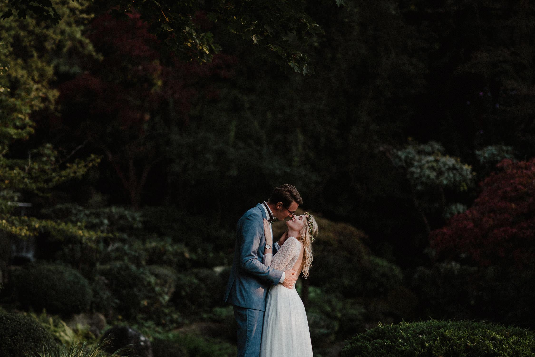 Portrait des Brautpaares in Farbe. Fotografiert von Hochzeitsfotograf Axel Link